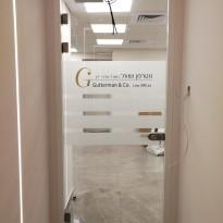 דלת כניסה למשרד 13